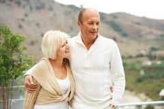 Paar op middelbare leeftijd in openlucht Stock Afbeelding