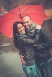 Paar op middelbare leeftijd in openlucht op de herfstdag royalty-vrije stock afbeelding