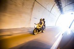 Paar op motorfiets royalty-vrije stock afbeelding