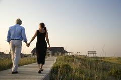 Paar op Promenade stock foto's