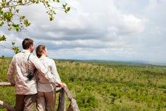 Paar op safarivakantie Stock Foto's