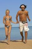 Paar op strand Royalty-vrije Stock Afbeeldingen