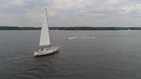 Paar op Zeilboot stock videobeelden
