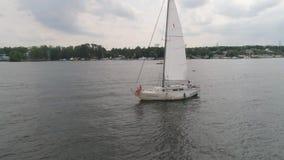 Paar op Zeilboot stock footage