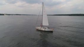 Paar op Zeilboot