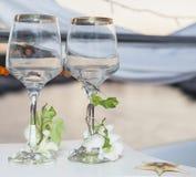 Paar overladen wijnglazen Stock Afbeelding