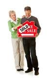 Paar: Paar die Hun Huis verkopen Stock Foto's