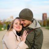 Paar in park Royalty-vrije Stock Afbeelding
