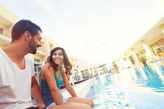 Paar in Pool royalty-vrije stock afbeelding