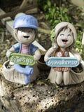 Paar-Puppentonwaren mit glücklichem Lächeln Lizenzfreies Stockbild