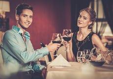Paar in Restaurant Stock Afbeeldingen