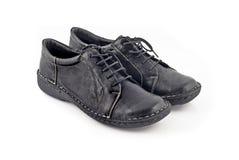 Paar schoenen van moderne leervrouwen over wit royalty-vrije stock afbeeldingen