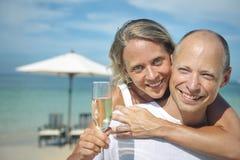 Paar-Strand-nettes Sommer-Ferien-tropisches Konzept Stockfoto