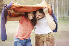 Paar tijdens regenachtige dag Royalty-vrije Stock Fotografie