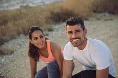 Paar van atleten bij de openlucht lopende opleiding Stock Afbeelding