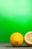 Paar van citroenen Royalty-vrije Stock Afbeeldingen