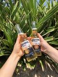 Paar van Coronas op het strand royalty-vrije stock foto