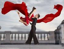 Paar van dansers dansende balzaal Stock Afbeeldingen