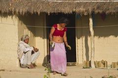 Paar van etnische tarumensen in traditioneel huis in Nepal Royalty-vrije Stock Fotografie