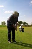 Paar van golfspelers op green. royalty-vrije stock afbeeldingen