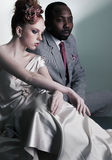 Paar van het elegante geklede mensen zitten Royalty-vrije Stock Foto's