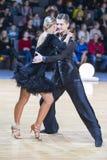 Paar van het Programma van Anna Sneguir en Ilia Shvaunov Performs Youth Latin- Stock Foto