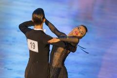 Paar van het Programma van Anna Sneguir en Ilia Shvaunov Performs Youth Standard- Royalty-vrije Stock Foto