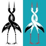 Paar van ooievaars die met een verdraaide hals omhelzen Liefdesavontuurembleem Royalty-vrije Stock Foto