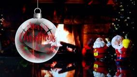 Paar van Santa Claus Merry Christmas en Gelukkig Nieuwjaar Ver met open haardachtergrond stock videobeelden