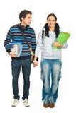 Paar van studenten het lopen Royalty-vrije Stock Afbeelding