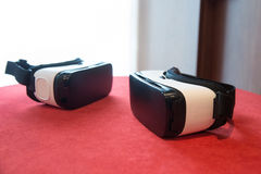 Paar van virtuele werkelijkheidshoofdtelefoons royalty-vrije stock afbeelding