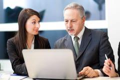 Paar van zakenlui het bespreken Stock Fotografie