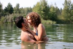 Paar in water stock foto