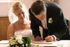 Paar-Zeichen-Hochzeits-Register Stockfotos