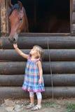 Paard en kind royalty-vrije stock afbeeldingen