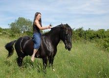 Paard en tiener Stock Afbeelding