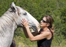 Paard en vrouw Stock Foto