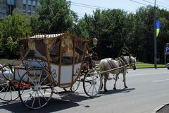 Paard getrokken vervoer, Kharkov, de Oekraïne, 13 Juli, 2014 Royalty-vrije Stock Fotografie
