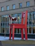 Paard op een stoel royalty-vrije stock afbeeldingen