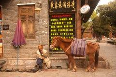 Paard wachtende toeristen in de oude stad van Shuhe. Royalty-vrije Stock Foto's