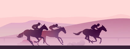 Paardenkoers bij vroege ochtend in bergen Royalty-vrije Stock Foto's