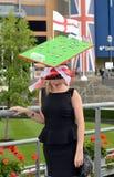 Paardenrennen, de dag van Dames bij Halsdoek Stock Foto