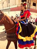 Paardrijden bij de stad royalty-vrije stock foto's