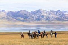 Paardspelen bij het Meer van Liedkul in Kyrgyzstan Royalty-vrije Stock Afbeelding