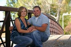 Paare auf Brücke Lizenzfreie Stockfotografie