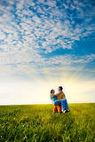 Paare auf dem Gebiet Stockfoto