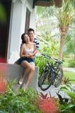 Paare auf dem Portal Stockfoto