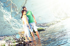 Paare auf dem Strand lizenzfreie stockfotografie