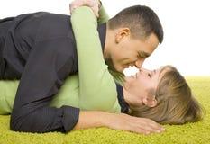 Paare auf dem Teppich stockbilder
