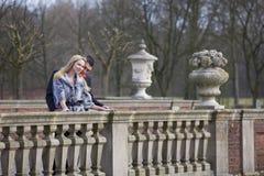 Paare auf der Brücke Stockfoto